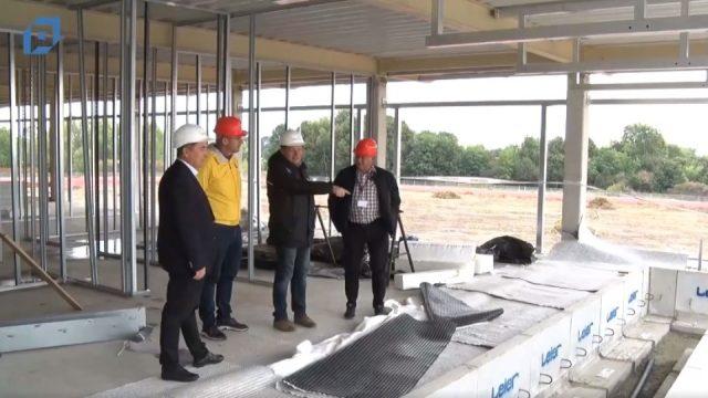 Kívül-belül készül az atlétikai centrum – Pápa Tv
