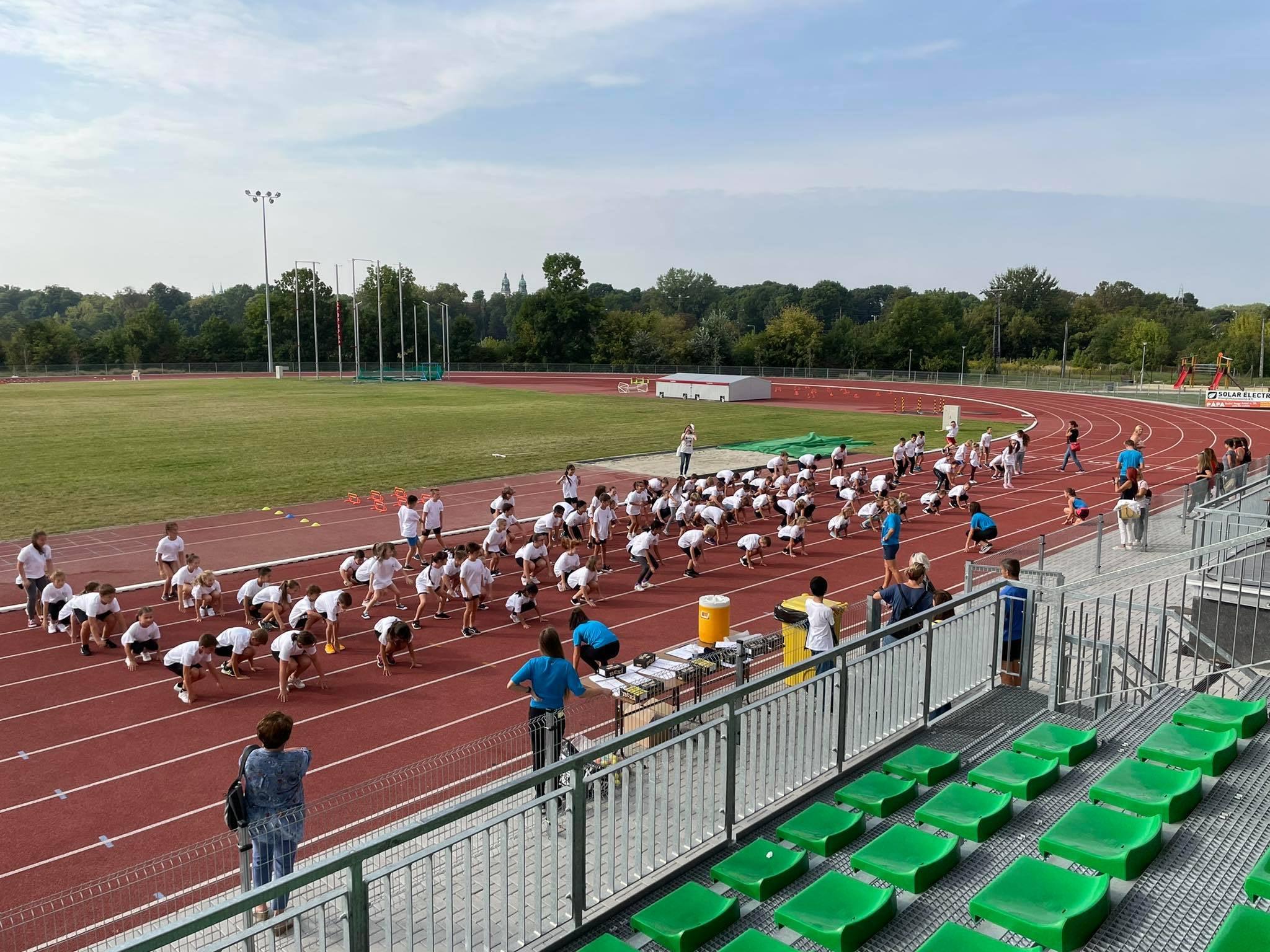 Pápai Atlétikai club - Pályaavató programsorozat -Atlétikai Centrum Pápa
